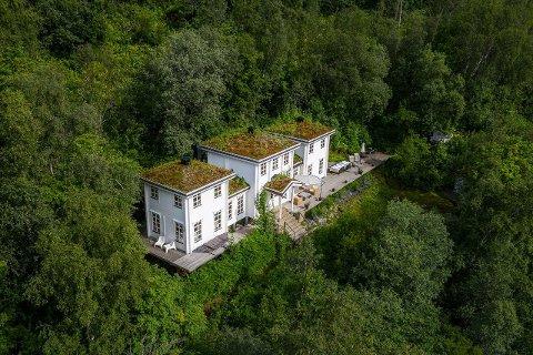 SELGER: 15 år etter fritidsboligen ble bygd, har det nederlandske ekteparet bestemt seg for å selge.