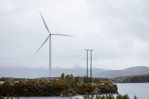 VINDMØLLER: Nordkraft undersøker mulighetene for mellom 20 og 40 slike på Tønsheia mellom Lavangen og Salangen. Bildet viser vindmøller på Skitdalshøgda på Bjørnfjell.