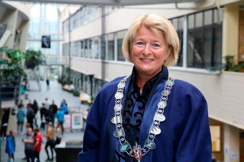 – Jeg skal oppdatere meg faglig slik at jeg kan gi god og forskningsbasert undervisning til våre studenter, sier Anne Husebekk. 1. august går hun av som UiT-rektor.
