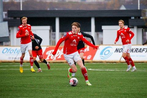 Jobbet og slet: Tobias Mikalsen gjorde en god jobb på midten i Mathias Nicolaisen fravær. Over hele fjøla la spillerne la ned en stor innsats, men det holdt ikke hele veien hjem. Ullern stakk av med alle poengene og rykker opp til PostNord-ligaen.