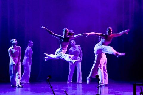 """Videre: Narvik Dance Company (Emmy Aurora Robertson, Josefine Østvik, Lina Aschwanden, Selin Salgam, Sofie Hindahl og Thea Sofie Remman) overbeviste juryen og gikk videre til fylkesfinalen. Kompaniet danset """"Paradise Circus"""", en dans som handlet om den absurde tiden vi er inne i."""