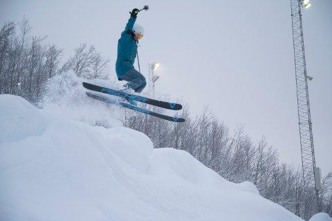 HOPP: Elise Nymo (23) fra Bodø fikk sine første turer på ski denne sesongen i Narvikfjellet.
