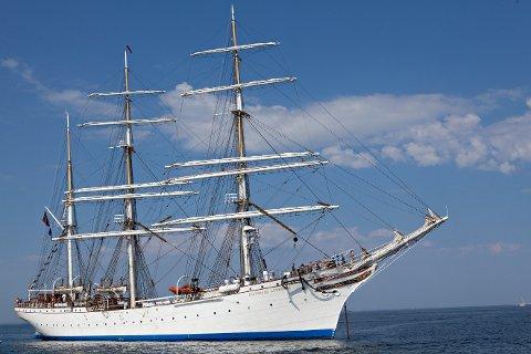 Skuta Statsraad Lehmkuhl skal turnere hele kysten som sommerskute for NRK. Totalt skal skipet innom 29 havner. Narvik er dessverre ikke en av dem.