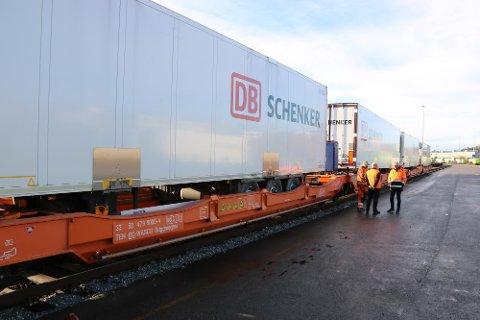 Schenker øker frekvensen med Nortt Rail Express-togene med en ekstra avgang i uken. Det betyr mer sjømat og gods på skinner og færre vogntog på veiene.