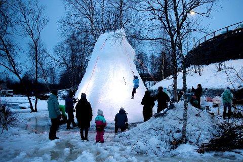 POPULÆRT: Arctic Kids basecamp i Elvedalen lørdag kveld.