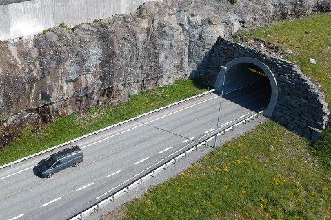 HASTEBEHANDLES: Reduksjon av bompengetakstene i Leirvik.