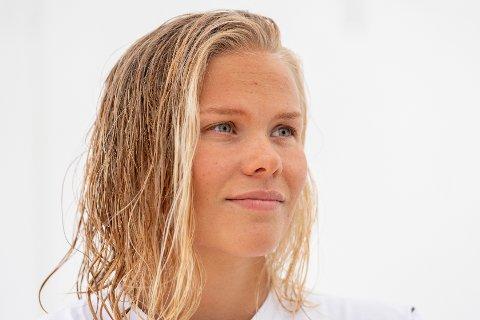 BEKYMRET: Svømmetalentet Ingeborg Vassbakk Løyning ser OL-håpet briste. Mens andre utøvere i verden får trene, gjør koronarestriksjonene at hun må stå på sidelinja. Her fra et pressetreff med VM-troppen i svømming i 2019.