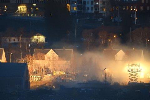 MYE ETTERARBEID: Gjenstår nå for fullføre «Kampen om Narvik». Her fra innspillingen i Havnegata i Narvik.