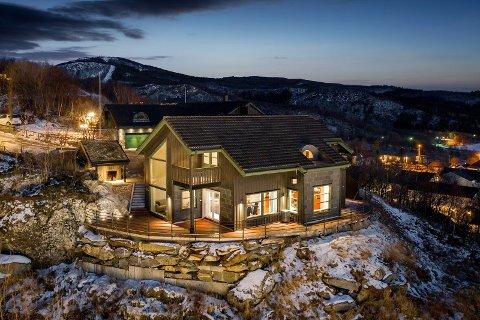 Huset ble solgt 600.000 kroner over takst i februar.
