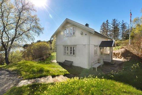 SOLGT: Denne hytta på Øyjord ble nylig solgt flere hundre tusen kroner over prisantydning. Det er mye som skal klaffe for å oppnå slike  priser, mener megleren.