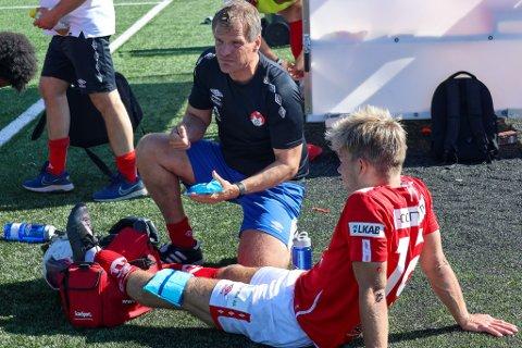 Bismak: Spilleren som trener Jan-Tore Bakli karakteriserer som divisjonens beste back måtte ut med det som kan vise seg å være en korsbåndskade. Det vil være et stort tap for de røde.  Og ga bismak til seieren over Melbo IL lørdag.