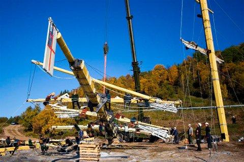 HEIST OPP: Her blir Morgans Skip igjen heist opp etter å ha blitt tatt ned i fjor høst.