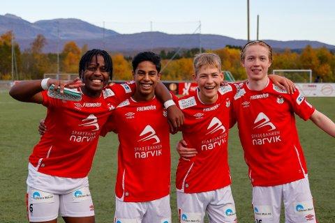 Glade gutter: Constant «Costa» Mbonimpa (18), Adrian Sivanandan (14), Jesper Jørgensen Bakli (16) og Julian Aanes Mobakken (16) fikk alle sjansen i Ofoten-derbyet mot Skånland – og bidro til seieren mot naboen. Sånt blir det smil «trill rundt» av.