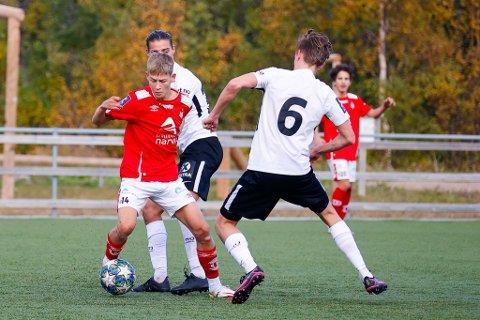 GOD: Jesper Bakli, i rødt, var god da han kom inn mot Skånland sist helg.