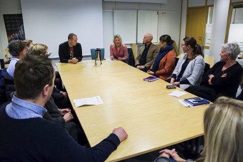 Signerte avtalen: Aktører fra ulike enheter som jobber med ungdom var samlet hos NAV for å undertegne avtalen om et eget ungdomsutvalg. Alle foto: Trude Brænne Larssen