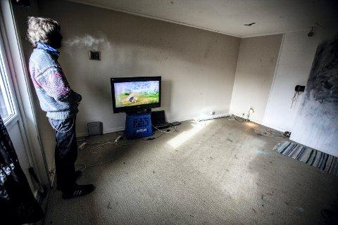 I EGEN STUE: 55-åringen «Rune» har ikke noe valg, sier han; et sted må han jo bo. Foto: Alexander Svanberg