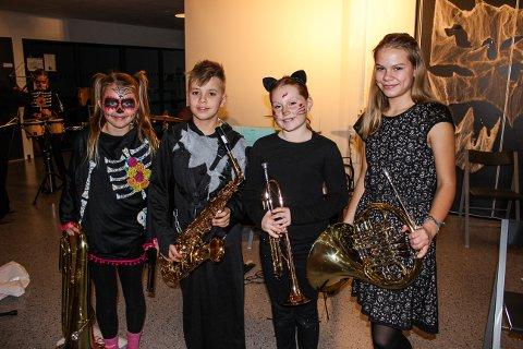 KORPSGLADE: Alva Cassandra Todal (10), Eirik Viken (10), Mathea Ynnesdahl Andersen (12) og Iben Støldal (13) stortrives i Granly skolekorp.