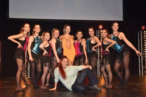 """Åtte La Salle dansere ble plukker ut av norgesmester i dans, Iris Reder, til å delta i """"Nordic salsa experience""""."""