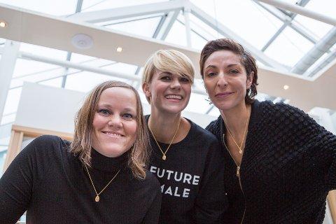 VENNINNER: Smykkedesigner Camilla Johansen har blitt en god venninne av komikerduoen Sigrid Bonde Tusvik og Lisa Tønne.