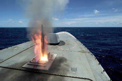 FORSVAR: Åpent møte om betydningen av et fortsatt kystforsvar arrangeres denne uka. Bildet viser oppskyting fra fregatt.
