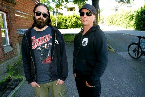 SPILLER IGJEN: Hans Kristian Jørgensen (trommer) og Ragnar Kosmo (vokalist) utgjør halvparten av Dødsdømt. De to andre i bandet er Roar Stabell (gitar) og Tore Pedersen (bass). I tidligere utgaver av banedet har også andre musikere vært med.