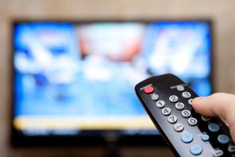 TV-GENERASJONEN: Telenor oppfordrer barn og barnebarn til å sjekke om foreldre eller besteforeldre har behov for dekoder eller kortleser.