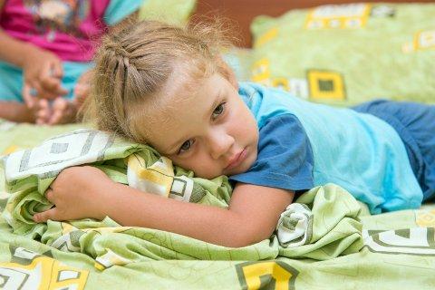 HJELP OG OMSORG: Sårbare og utsatte barn har krav på riktig hjelp og god omsorg. Barnevernet er ikke flinke nok til å følge opp, mener innsenderen. (Illustrasjonsfoto: Colourbox)