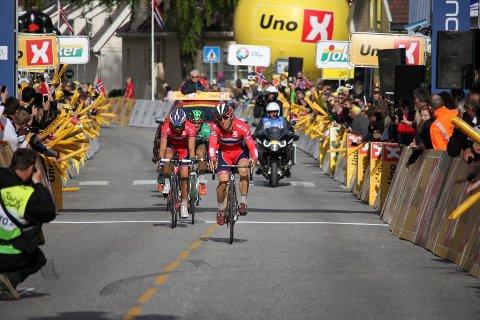 TIL HORTEN: Sondre Holst Enger tar 2.-plass på den andre etappen av Tour of Norway 2016. Sykler for Team Norway i rittet.