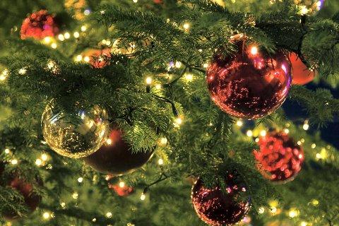 JUL: Nærmest hele samfunnet bygger opp under en forventing om at alt skal være så utrolig hyggelig, og at alle skal glede seg til jul. Slik er ikke virkeligheten, skriver innsenderen.