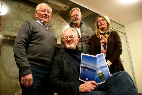 Broen-redaktør Rune Henningsen presenterte årets historiske tidsskrift. Blant bidragsyterne som var tilstede på årsmøtet onsdag kveld var Ragnar Kristoffersen, Yngve Seippel og Aase Helland Volle.