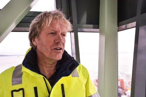 HAVNEFOGD: Espen Eliassen er klar over problemet. Årstiden gjør det utfordrende å få til varige reparasjoner, sier han.