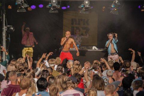 PÅ SCENEN: Sebastian Zalo (i midten) fra Urørt-scenen på Slottsfjell Festvial.