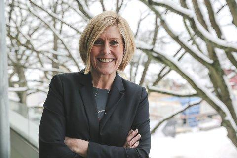 FORNØYD: Utdanningsdirektør Lisbeth Eek Svensson håper på å bli ny utdanningsdirektør i den nye fylkeskommunen Vestfold og Telemark.