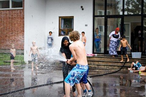 VANNKRIG: Dette er tradisjon i Ferieklubben - her fra 2012.