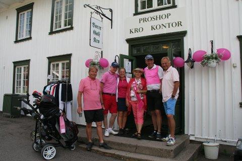 ROSA KLESKODE: Siden brystkreftsaken markedsfører seg med rosa sløyfe, stilte alle medlemmene selvfølgelig med noe rosa på seg.