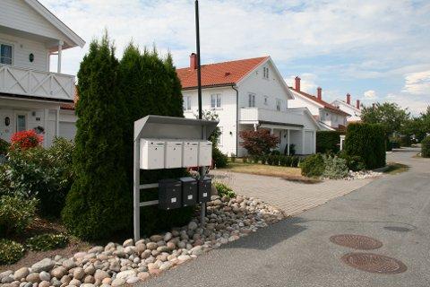 POSTSTATIV: I Strandparken har Posten Norge AS allerede satt opp stativ for å samle postkassene.