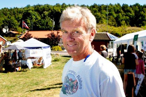 FORNUFT: Trond Schmidt er glad for at de fleste gjestene på Løvøya unngår grilling og åpen ild. Men noen må ha tilsnakk.