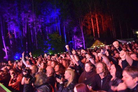 Det kan bli show både på scenen og noen meter lenger opp når Dimmu Borgir spiller på årets Miidgardsblot.