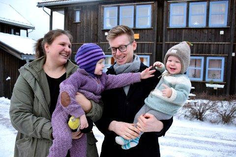 PERFEKT: Familien Solblom med Alice, Elanie, Tormod og Bo har funnet seg til rette i studentboligen i Sandeveien.