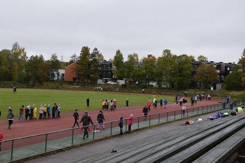 I forbindelse med Nordskolen skole sin aktivitetsdag, valgte de i år å gjennomføre et skoleløp for NRK TV-aksjonen Care. Til lørdag følger en gjeng kjente menn fra Horten etter.