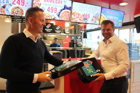 SENERE: Anders Aasen (til venstre) og Rolf Stavnem har fortsatt ambisjoner om å Domino's-utsalg i Horten, men det blir ikke i år.