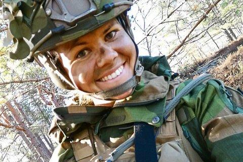 TØFF JENTE: Jennie-Lovise (26) er innsatssoldat i Heimevernet. Hun har sett seg lei på seksuell trakassering i forsvaret.