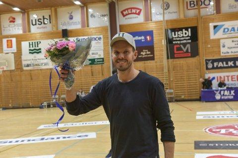TAKK FOR MEG: Fredrik Haaland fikk blomster og ble takket av i Holtanhallen onsdag, etter Falks kamp mot Bækkelaget.