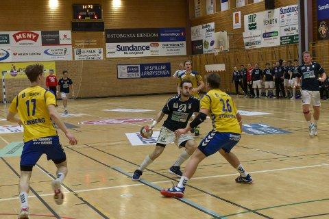UTLIGNET: Gustaf Hallén sørget for ett poeng for Falk mot Bækkelaget da han satte inn en flyver tre sekunder før slutt.