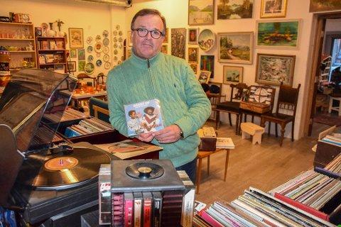 MIMRESTUND: «Hands Up, baby, Hands Up ...!» lød det for noen tiår siden. Ronny Bernhardsen spilte den om og om igjen. Nå selger han EP-en i butikken.