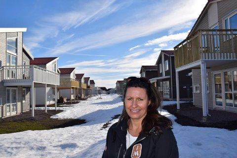 FERDIG: Anniken Rasch, salgsleder i boligbyggerselskapet JM, signerte denne uka den siste salgskontrakten i Viulsrødåsen.