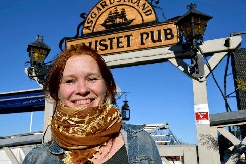 NY DRIVER: Maria Holtung ber om tilbakemeldinger fra publikum, på tips for hva Naustet Pub kan bli.