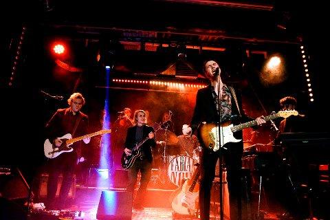 STORT BAND: Fabian Noir teller til vanlig 10 musikere, med Fabian Kjeldsberg i front.