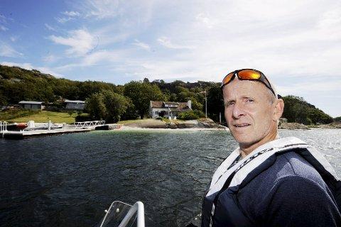 LOVBRUDD: Per Espen Fjeld i Statens naturoppsyn er opprørt over flere situasjoner hvor Forsvaret i det siste har fløyet lavt over naturreservater, både i Horten og Færder.