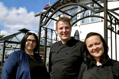 BALTZER: Mandag 27. mai åpnet Thon Hotel Horten sin sommeravdeling på brygga. Salgssjef Erna Hadzalic, kjøkkensjef Anders Lysell og restaurantsjef Amila Kasumovic ønsker velkommen til grilling og pianobar fem lørdager i sommer.